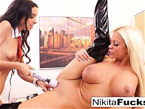 Nikita's sapphic office pummel