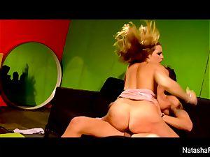 mind-blowing brunette Natasha receives a fuckbox humping
