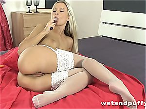Dido angel super-hot in milky stockings