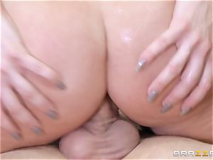 sandy-haired chief Britney Amber romps a naughty worker