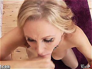 horny mummy Julia Ann gives a filthy pov bj