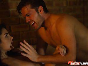 Lexi Lowe gives red-hot blowjob to police detective