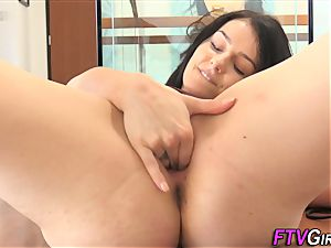 inexperienced tracy caresses gash