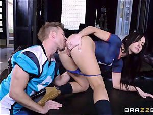 Frustrated Jennifer milky rides Bill Bailey for a red-hot facial