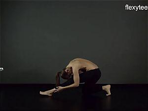 FlexyTeens - Zina demonstrates nimble naked assets