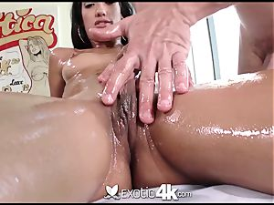 Exotic4k Chloe Amour rubdown screw and cum load
