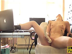 Clitrubbing uk bi-atch toying with vibro