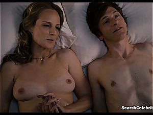 Heavenly Helen Hunt has a smoothly-shaven labia for viewing